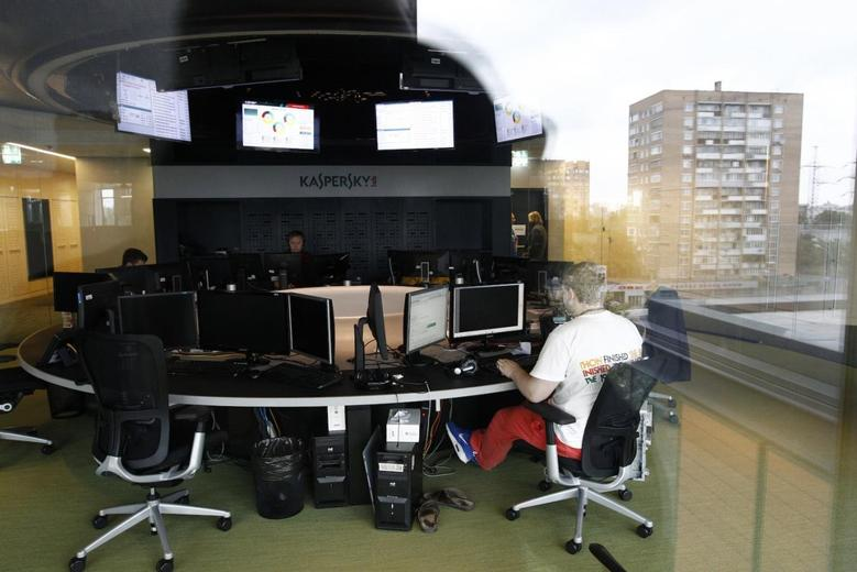 An employee works near screens in the virus lab at the headquarters of Russian cyber security company Kaspersky Labs in Moscow July 29, 2013. REUTERS/Sergei Karpukhin
