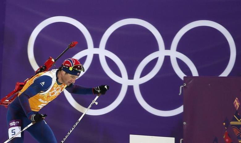 Norway's Ole Einar Bjoerndalen skis during the men's biathlon 4 x 7.5 km relay at the Sochi 2014 Winter Olympic Games February 22, 2014. REUTERS/Stefan Wermuth