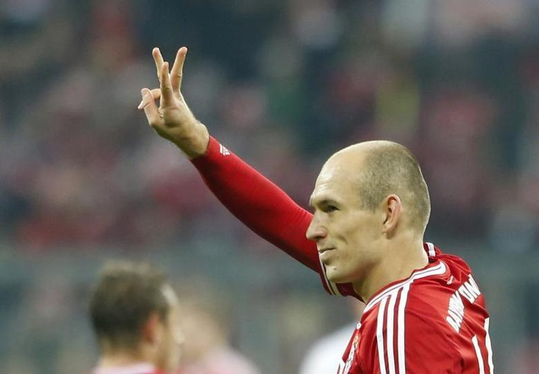 Bayern Munich's Arjen Robben celebrates a goal during their German Bundesliga first division soccer match against Schalke 04 in Munich March 1, 2014. REUTERS/Michaela Rehle