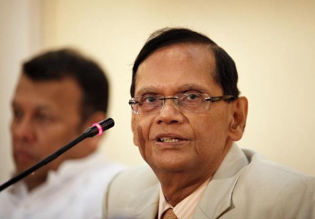 Sri Lanka's Foreign Minister G.L. Peiris (R) speaks during a press conference in Colombo March 26, 2012. REUTERS/Stringer