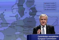 El comisario europeo de Asuntos Económicos y Monetarios, Olli Rehn, en una conferencia de prensa en Bruselas, mar 5 2014. La Comisión Europea puso a Italia en su lista de alerta debido a la elevada deuda pública del país y a su débil competitividad, y advirtió a Francia que incumplirá con los objetivos de reducción del déficit del presupuesto que acordó a menos que tome medidas. REUTERS/Yves Herman
