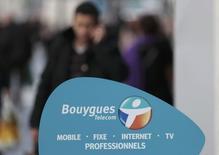Bouygues a bouclé le financement de son projet d'offre sur l'opérateur SFR, filiale de Vivendi, qui ne nécessitera pas d'avoir recours à une augmentation de capital, ont rapporté mercredi deux sources au fait du dossier. /Photo prise le 5 mars 2014/REUTERS/Eric Gaillard