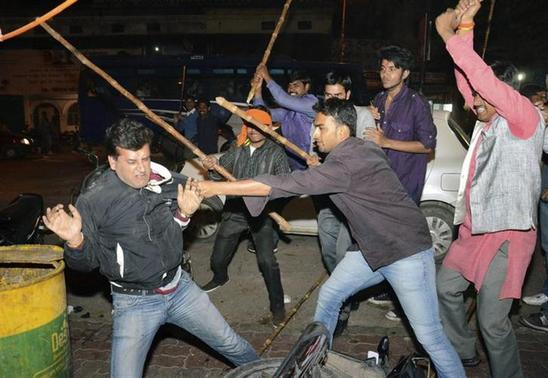 Supporters of Aam Aadmi (Common Man) Party (AAP) and Bharatiya Janata Party (BJP) clash during a protest outside the office of BJP in Lucknow March 5, 2014. REUTERS/Stringer