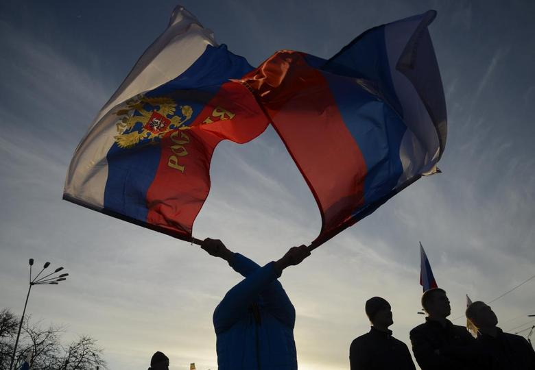 Pro-Russian demonstrators take part in a rally in the Crimean town of Yevpatoria March 5, 2014. REUTERS/Maks Levin