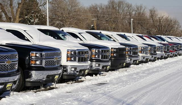 A line of Chevrolet trucks made by General Motors are seen for sale at a dealer in Wheat Ridge, Colorado February 6, 2014 file photo. REUTERS/Rick Wilking