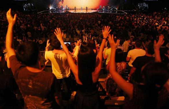 Les fidèles assistent à un service religieux à l'église de récolte Ville à Singapour Mars 1, 201 REUTERS-E DGAR Su