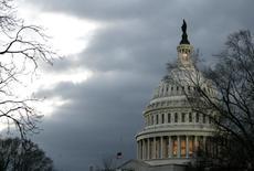 Здание Капитолия в Вашингтоне 31 января 2006 года. Американские конгрессмены готовятся принять закон о помощи Украине, ослабленной революцией, кризисом и угрозой российского вторжения, но пока не решили, как поступить с Москвой. REUTERS/Jim Bourg
