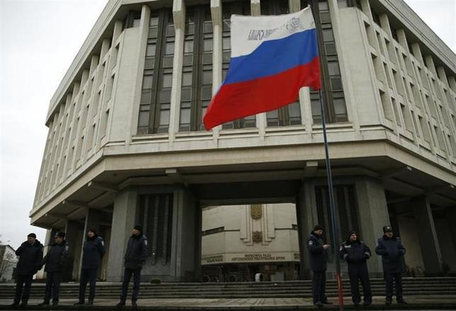 3月6日、クリミア議会は、ロシアへの編入案を全会一致で可決した。ロシア通信が伝えた。シンフェロポリの議会建物で2月撮影(2014年 ロイター/David Mdzinarishvili)