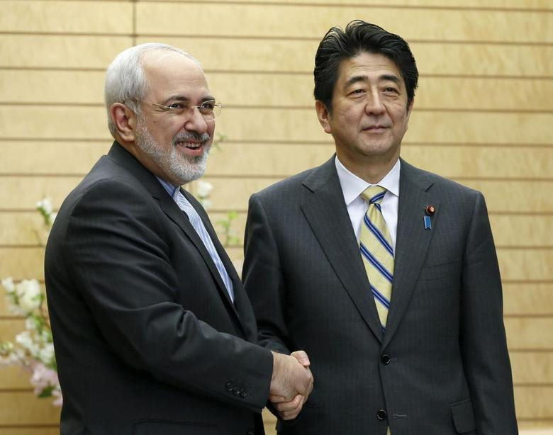 Iran's Foreign Minister Mohammad Javad Zarif (L) shakes hands with Japanese Prime Minister Shinzo Abe at the start of talks at Abe's official residence in Tokyo March 5, 2014. REUTERS/Kimimasa Mayama