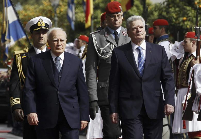 Greek President Karolos Papoulias (2nd L) escorts his German counterpart Joachim Gauck as they inspect a guard of honour at a welcome ceremony in Athens March 6, 2014. REUTERS/Alkis Konstantinidis