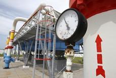 Датчик давления на подземном газовом хранилище в украинском селе Мрин 21 мая 2013 года. Украинский импортер российского газа заявил, что полностью рассчитался с Москвой за январские поставки топлива, и пообещал заплатить за февраль и погасить другие долги, чтобы избежать обещанной РФ отмены скидки на топливо. REUTERS/Gleb Garanich
