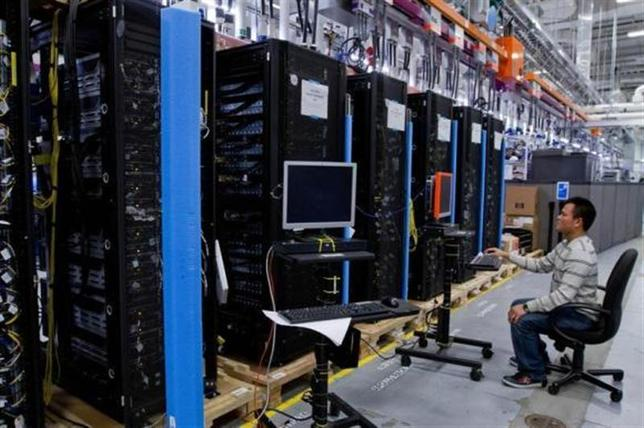 Hewlett-Packard ProLiant commercial data servers destined for cloud computing are assembled by workers at a company manufacturing facility in Houston November 19, 2013. REUTERS/Donna Carson