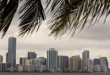 Здания в центре Майами, штат Флорида, 15 октября 2007 года. Президент США Барак Обама поручил закрыть въезд в США и заморозить активы людей и компаний, действия которых угрожают территориальной целостности Украины. REUTERS/Carlos Barria