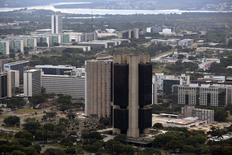 Vista aérea da sede do Banco Central, em Brasília. O Comitê de Política Monetária (Copom) informou que a projeção para a inflação em 2014, no cenário de referência, manteve-se relativamente estável e permanece acima da meta do governo, de acordo com a ata de sua última reunião divulgada nesta quinta-feira. 20/01/2014 REUTERS/Ueslei Marcelino