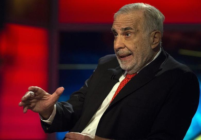 Billionaire activist-investor Carl Icahn gives an interview on FOX Business Network's Neil Cavuto show in New York February 11, 2014. REUTERS/Brendan McDermid/Files
