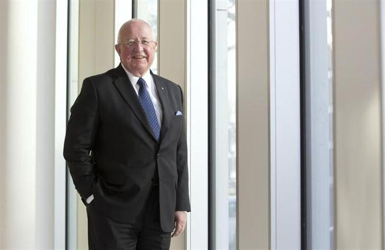 New Rio Tinto chief executive Sam Walsh poses for photographs at a Rio Tinto office in London January 17, 2013. REUTERS/Neil Hall/Files