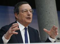 O presidente do Banco Central Europeu, Mario Draghi, fala durante a coletiva de imprensa mensal do BCE em Frankfurt. O Banco Central Europeu (BCE) deixou sua principal taxa de juros na mínima histórica de 0,25 por cento nesta quinta-feira e não apresentou nenhuma outra medida para impulsionar a frágil recuperação da zona do euro apesar de prever inflação baixa pelos próximos anos. 06/03/2014 REUTERS/Ralph Orlowski