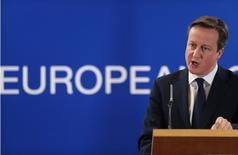 Премьер-министр Великобритании Дэвид Кэмерон на пресс-конференции в Брюсселе 6 марта 2014 года. Лидеры Евросоюза в унисон предупредили Кремль о санкциях, подобных уже введенным США, если Россия не пойдет на политический диалог с Украиной. REUTERS/Pascal Rossignol