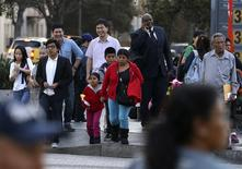 "People stand at an intersection in Koreatown, one of several neighborhoods designated by the Obama administration as a ""Promise Zone"" in Los Angeles, California January 22, 2014. REUTERS/Jonathan Alcorn"