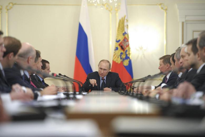 Russian President Vladimir Putin chairs a Russian government meeting in the Novo-Ogaryovo residence outside Moscow March 5, 2014. REUTERS/Alexei Druzhinin/RIA Novosti/Kremlin