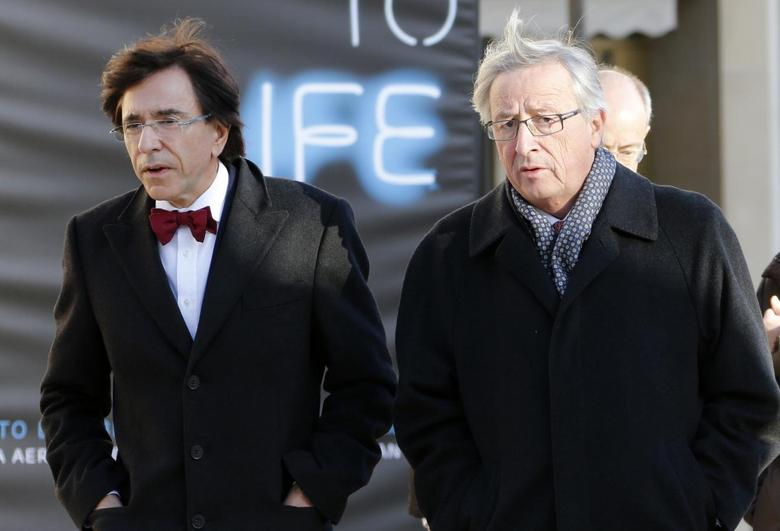 Luxembourg's outgoing Prime Minister Jean-Claude Juncker walks with Belgian Prime Minister Elio Di Rupo (L) during an official visit to Luxembourg December 2, 2013. REUTERS/Francois Lenoir