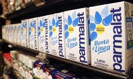 Parmalat, le groupe italien de produits laitiers contrôlé depuis 2011 par le français Lactalis, a déclaré vendredi que son bénéfice net avait augmenté de 172% à 221 millions d'euros en 2013. /Photo d'archies/REUTERS/Max Rossi
