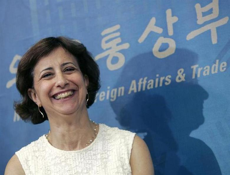 Assistant U.S. Trade Representative Wendy Cutler smiles during a news conference after additional free trade talks between South Korea and the U.S. at the Foreign Ministry in Seoul, June 22, 2007. REUTERS/Han Jae-ho