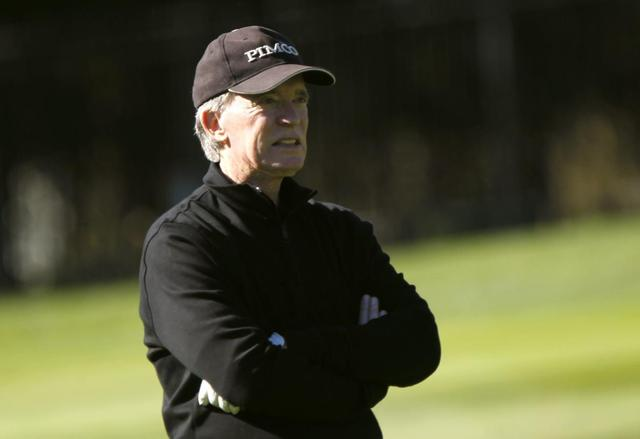 Pacific Investment Management (PIMCO) founder and co-chief investment officer Bill Gross plays golf on the first hole at Pebble Beach Golf Links before the start of the AT&T Pebble Beach Pro-Am in Pebble Beach, California, February 8, 2012 file photo. REUTERS/Robert Galbraith