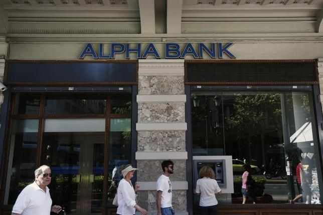 People walk in front of an Alpha Bank branch in Athens October 1, 2012. REUTERS/Yorgos Karahalis