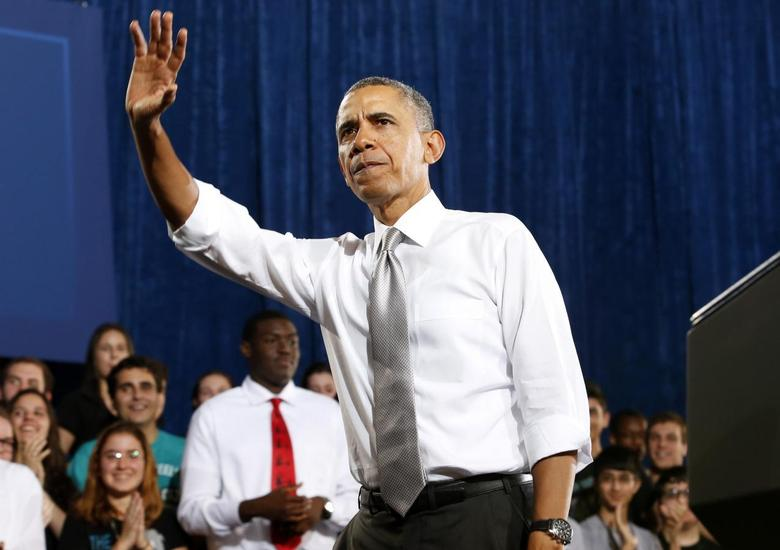 U.S. President Barack Obama waves during a visit to Coral Reef High School in Miami, Florida, March 7, 2014. REUTERS/Yuri Gripas