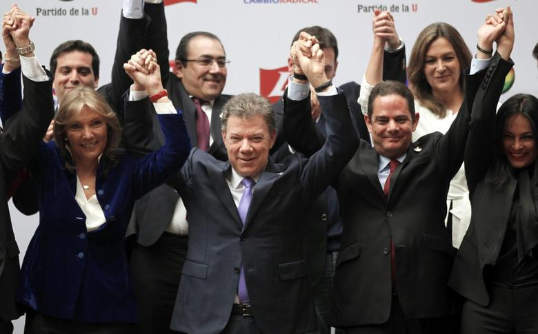 Colombia's President, and presidential candidate, Juan Manuel Santos (front 2nd L) celebrates with his wife Maria Clemencia (front L) and his vice-presidential team-mate German Vargas Lleras (front R) after registering their candidacy at the national electoral office in Bogota March 4, 2014. REUTERS/Jose Miguel Gomez