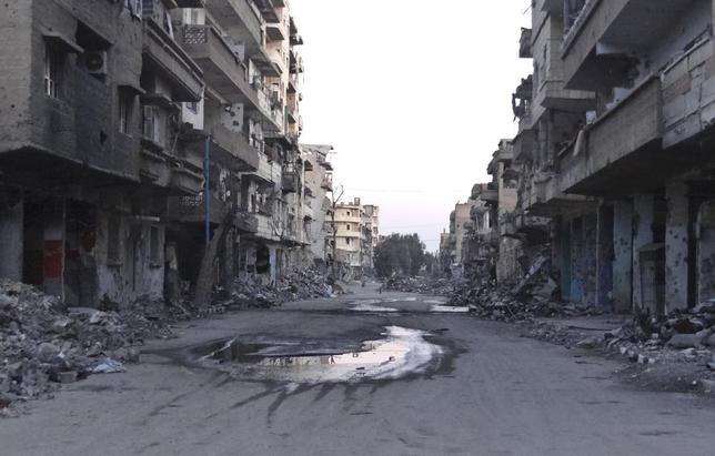 A general view shows a deserted street filled with debris of damaged buildings in Deir al-Zor March 5, 2014. REUTERS/Stringer