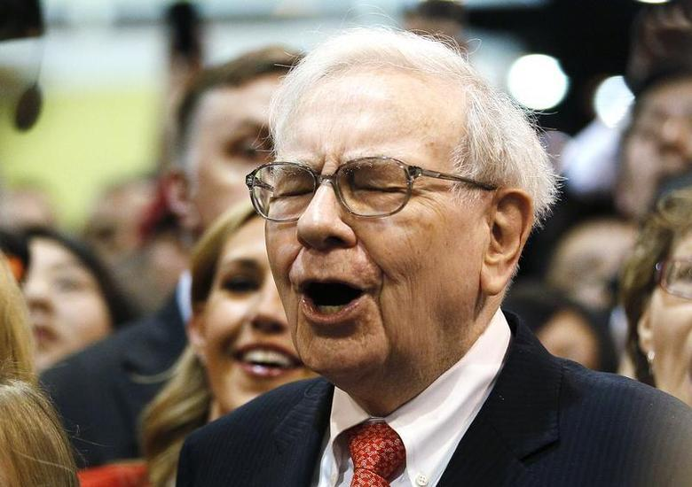Berkshire Hathaway Chairman Warren Buffett reacts at a newspaper throwing competition before the company's annual meeting in Omaha May 4, 2013. REUTERS/Rick Wilking