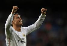 Real Madrid's Cristiano Ronaldo celebrates after scoring a goal against Levante during their Spanish first division soccer match at Santiago Bernabeu stadium in Madrid March 9, 2014. REUTERS/Sergio Perez