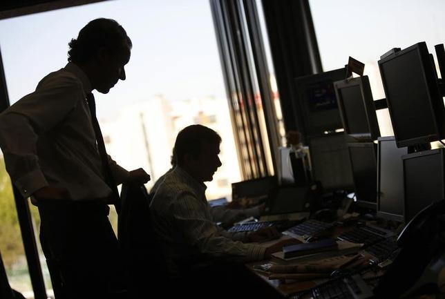 Traders look at their screens during a Spanish bond auction in Madrid September 6, 2012. REUTERS/Paul Hanna