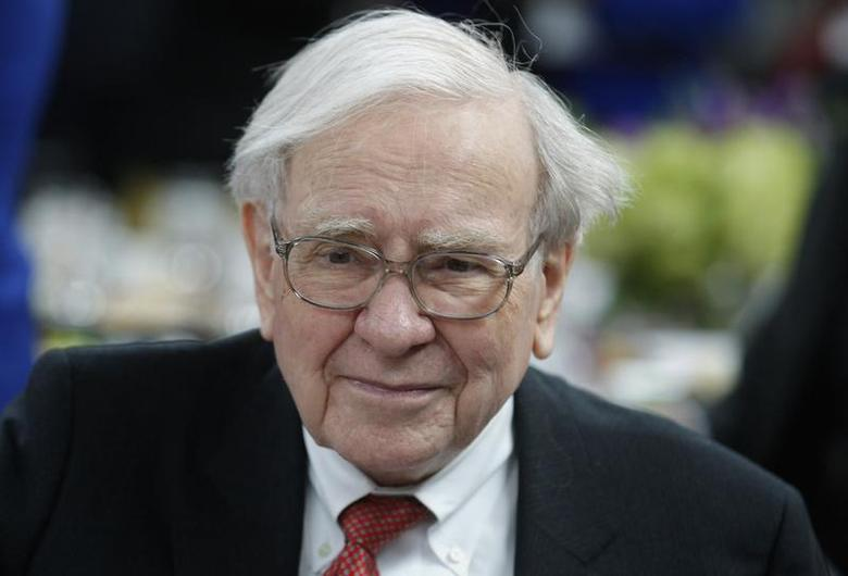 Warren Buffett, co-chair of the 10,000 Small Businesses Advisory Council, arrives for a panel discussion following a news conference announcing a $20 million partnership to bring Goldman Sachs' 10,000 Small Businesses initiative to the city of Detroit, Michigan November 26, 2013. REUTERS/Rebecca Cook