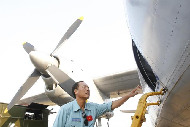 Captain Vu Duc Long boards an aircraft AN-26 belonging to Vietnam Air Force before departing for a search and rescue mission of the missing Malaysia Airlines flight MH370, at a military airport in Ho Chi Minh city March 11, 2014. REUTERS/Kham