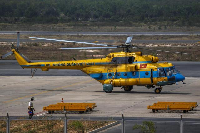 A Vietnamese helicopter taxies at Phu Quoc Airport before being utilised in the mission to find the Malaysia Airlines flight MH370 in Phu Quoc Island, March 11, 2014. REUTERS/Athit Perawongmetha