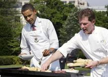 U.S. President Barack Obama stands next to celebrity chef Bobby Flay (R) at the grill as he hosts a barbeque for local school students on the South Lawn of the White House in Washington June 19, 2009. REUTERS/Larry Downing
