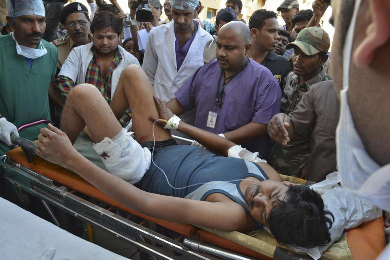 An injured Indian Central Reserve Police Force (CRPF) personnel is taken to a hospital at Raipur in the eastern Indian state of Chhattisgarh March 11, 2014. REUTERS/Stringer