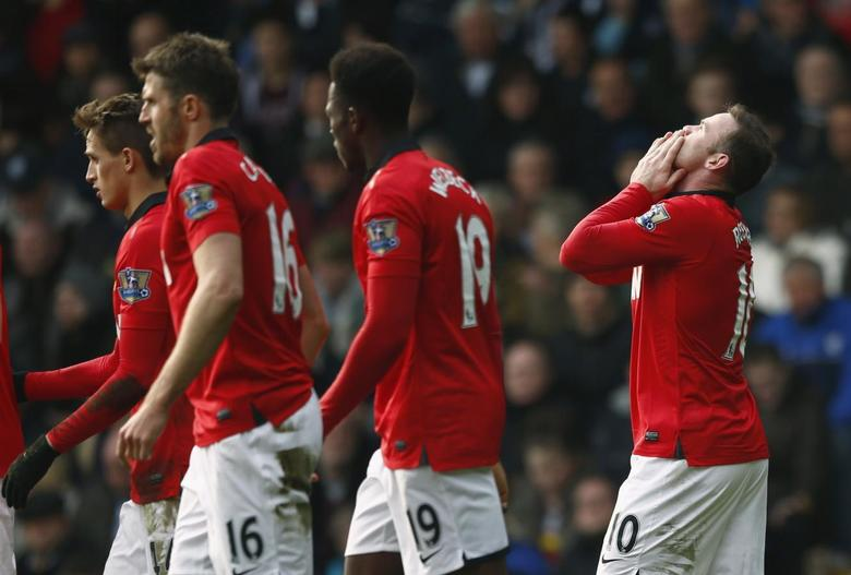 Manchester United's Wayne Rooney (R) celebrates after scoring a goal during their English Premier League soccer match against West Bromwich Albion at The Hawthorns in West Bromwich, central England March 8, 2014. REUTERS/Darren Staples