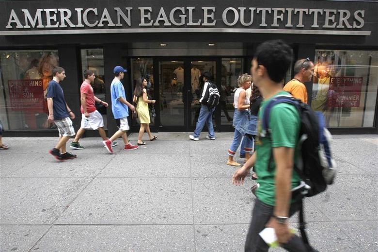 Pedestrians walk past an American Eagle Outfitters store in New York in this file photo taken June 23, 2009. REUTERS/Brendan McDermid/Files