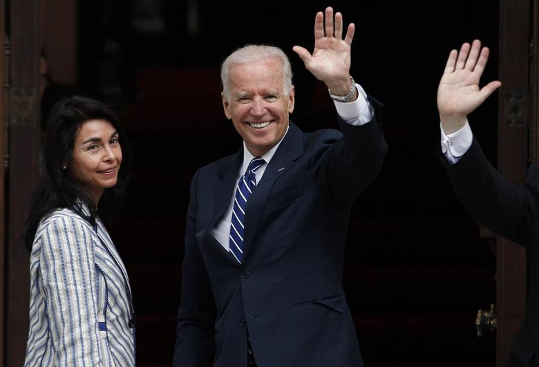 U.S. Vice President Joe Biden (C) waves to the media before a meeting with Chile's President-elect Michelle Bachelet (not pictured) in Santiago March 10, 2014. REUTERS/Ivan Alvarado