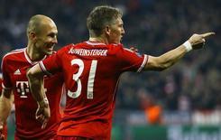 Bastian Schweinsteiger comemora gol do Bayern de Munique diante do Arsenal nesta terça-feira. REUTERS/Kai Pfaffenbach