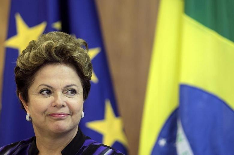 Brazil's President Dilma Rousseff reacts during a press statement after a meeting at the 6th European Union (EU)-Brazil summit at the Planalto Palace in Brasilia January 24, 2013. REUTERS/Ueslei Marcelino (Brazil - Tags: POLITICS) - RTR3CWET