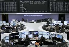 Les Bourses européennes creusent leurs pertes mercredi vers la mi-séance et Wall Street est attendue en baisse, l'effondrement du cours du cuivre renforçant les craintes d'un ralentissement économique marqué en Chine, pays qui consomme à lui tout seul 40% de la production de ce métal. /Photo  prise le 12 mars 2014/REUTERS