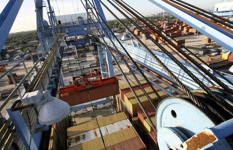 Crews load and unload consumer products at the Port of New Orleans along the Mississippi River in New Orleans, Louisiana June 23, 2010. REUTERS/Sean Gardner
