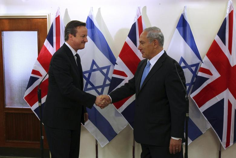 British Prime Minister David Cameron (L) shakes hands with his Israeli counterpart Benjamin Netanyahu after delivering joint statements in Jerusalem March 12, 2014. REUTERS/Ronen Zvulun