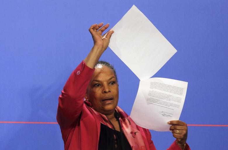 French Justice Minister Christiane Taubira holds copies of the wiretapping memos during a news conference at the Elysee Palace in Paris, March 12, 2014. REUTERS/Philippe Wojazer
