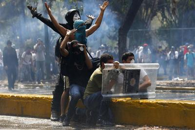 Three more killed in Venezuela unrest, students battle...